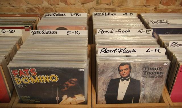 美国旧专辑卖得比新专辑还好,而且黑胶消费量创下 26 年来新高